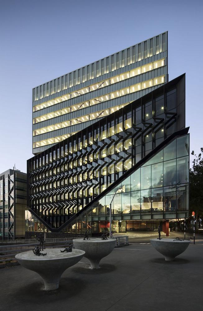دانشگاه مرکز علوم آکلند