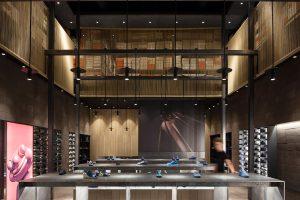 طراحی داخلی مدرن فروشگاه کفش کمپر در ایتالیا