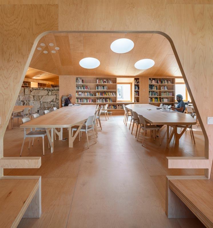 طراحی داخلی کتابخانه عمومی مادرید در ساختمان قرن 17