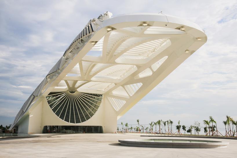 طراحی موزه فردا در برزیل توسط سانتیاگو کالاتراوا