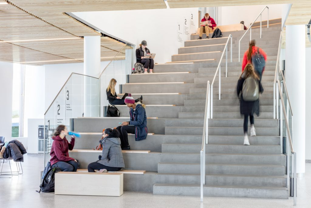 طراحی دانشکده مدیریت کسب و کار و مرکز نوآوری آیزنبرگ