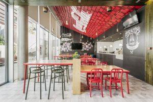 طراحی داخلی متفاوت دفتر کار کمپانی کوکاکولا در شهر مادرید