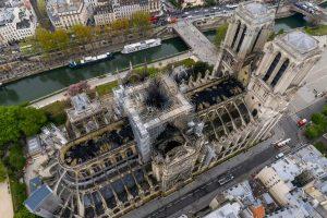 کریسمسی بدون کلیسای قرون وسطایی نوتردام