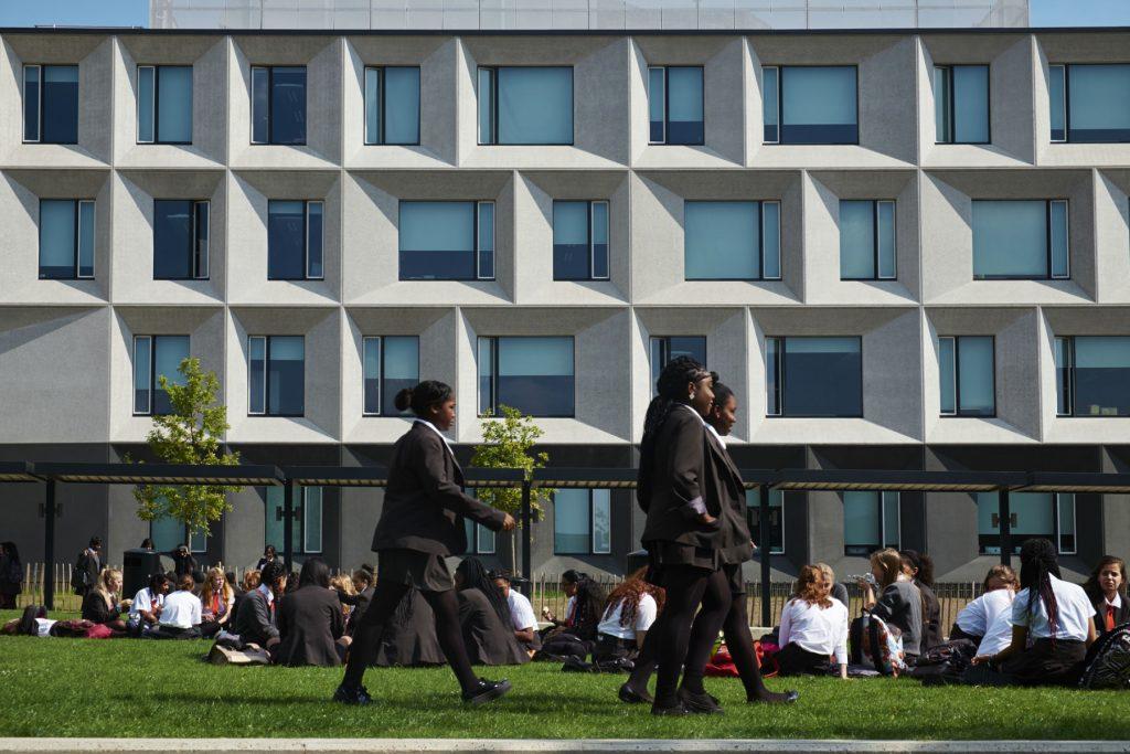 بازطراحی مدرسه برنتوود لندن توسط آلفورد هال موریس