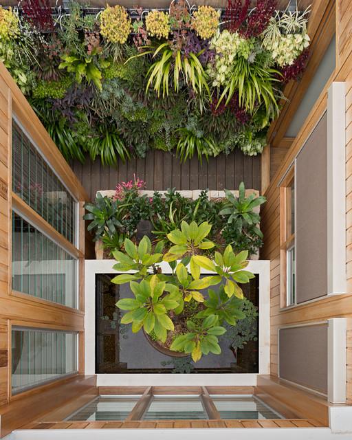 تاثیر باغ عمودی سبز در بهبود وضعیت سلامت و رفاه