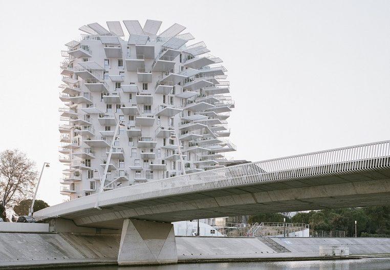 معماری متفاوت برج مسکونی درخت سفید در شهرمون پلیه فرانسه