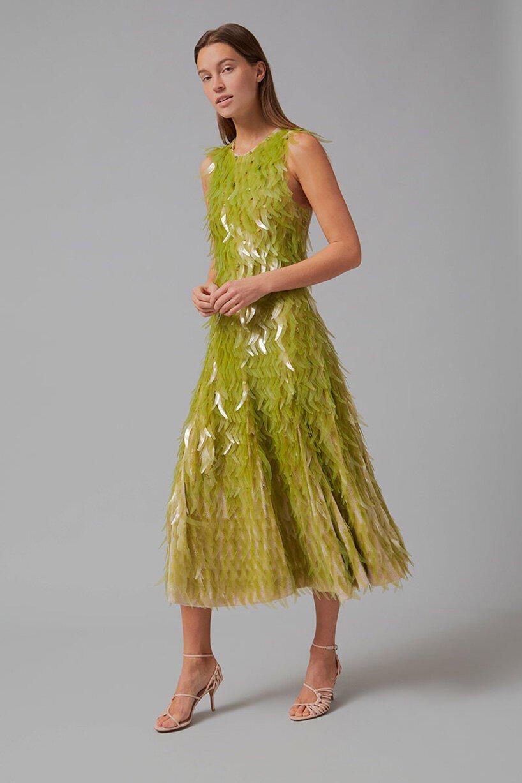 طراحی لباسی از جنس پولک های جلبکی و پارچه کربنی